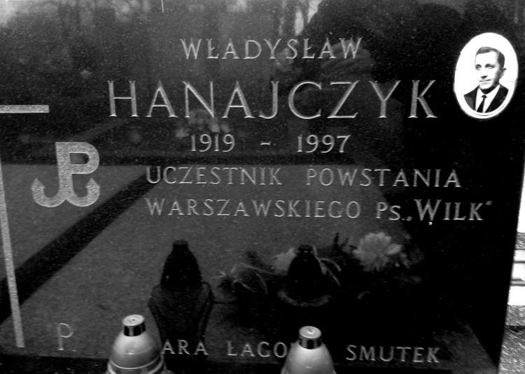 """Mogiła Władysława Hanajczyka ps. """"Wilk"""". Cmentarz parafialny w Żyrardowie. Fot. Mariusz Skroński"""