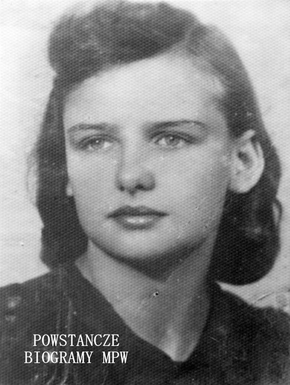 """Krystyna Raczkiewicz - Nachtlicht - Szwykowska ps. """"Karolina"""" (1922-2005). Fot. ze zbiorów Muzeum Powstania warszawskiego, sygn. MPW-IP/5836"""