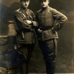 Władysław Hykiel (na zdjęciu po lewej) z bratem Konradem Mieczysławem, 13.IX.1919.  Fot. z archiwum rodzinnego Teresy Krzyżanowskiej z domu Hykiel