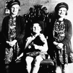 Lata 30. Małe Muzykówny - Budzia (z lewej), Janina i Marcelina. Fot. archiwum rodzinne