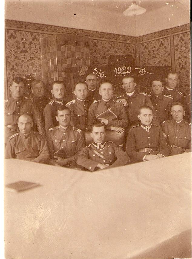 Tadeusz Michałowski siedzi w pierwszym rządzie, w środku