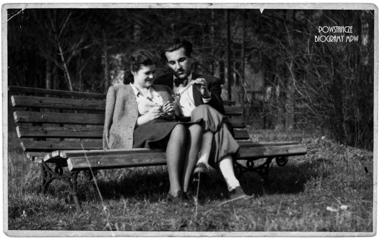"""Z żoną Różą Marią Nowotną ps. """"Róża"""" - 1946 rok. Fot. archiwum rodzinne."""