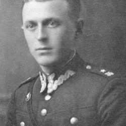 Podporucznik Lucjan Giżyński w mundurze oficera 35. pułku piechoty