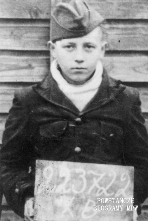 """Kazimierz Roman Szczepaniak """"Kaniowski"""" - zdjęcie z obozu jenieckiego X B Sandbostel. Fot. archiwum rodzinne Kazimierza R. Szczepaniaka / MPW"""