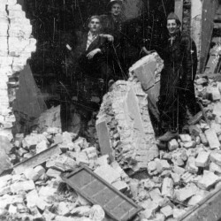 Wrzesień 1944 r. Śródmieście Południowe, ul. Śniadeckich. Żołnierze batalionu