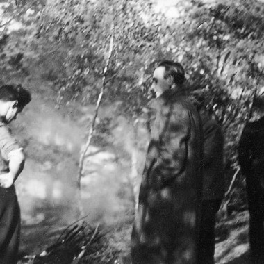 """Osiem sztuk fotokopii zdjęć """"Szkolenie podchorążych w Rejonówce koło Radzymina w roku 1943""""."""