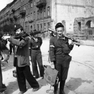 Fotografia z Powstania Warszawskiego autorstwa Joachima Joachimczyka.
