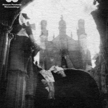 Album z fotografiami archiwalnymi (Powstanie Warszawskie)