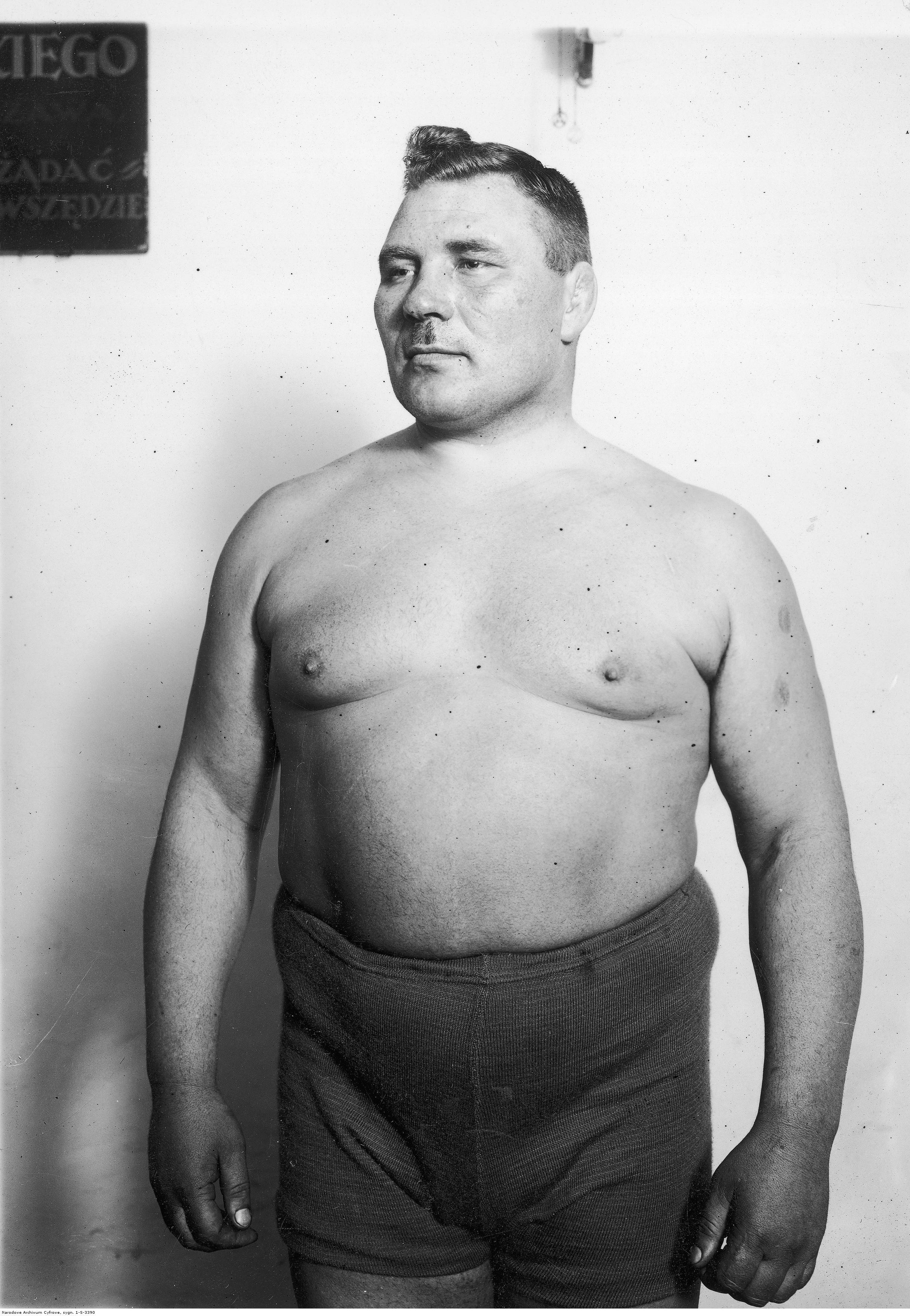 Aleksander Garkowienko, zapaśćnik, 1935 r., fotografia ze zbiorów Narodowego Archiwum Cyfrowego sygnatura 1-S-3390