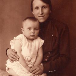 Julia Riedel z córką Aliną, fotografia ze zbiorów rodzinnych, udostępniła p. Agnieszka Nagalska z domu Riedel