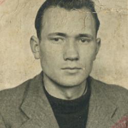 Wincenty Piotr Tafisz (1921-1945), fotografia z okupacyjnej kenkarty, ze zbiorów Muzeum Powstania Warszawskiego P/5793 dar syna Andrzeja Ryszarda Trafisza