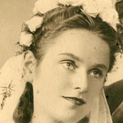 Halina Rekwart (1920-1944), fragment zdjęcia ślubnego ze zbiorów Muzeum Powstania Warszawskiego P/9258