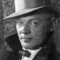 Wacław Filochowski, kierownik działu literackiego i recenzent teatralny - fotografia portretowa w kapeluszu 1927 r., ze zbiorów Narodowego Archiwum Cyfrowego sygnatura  1-K-820