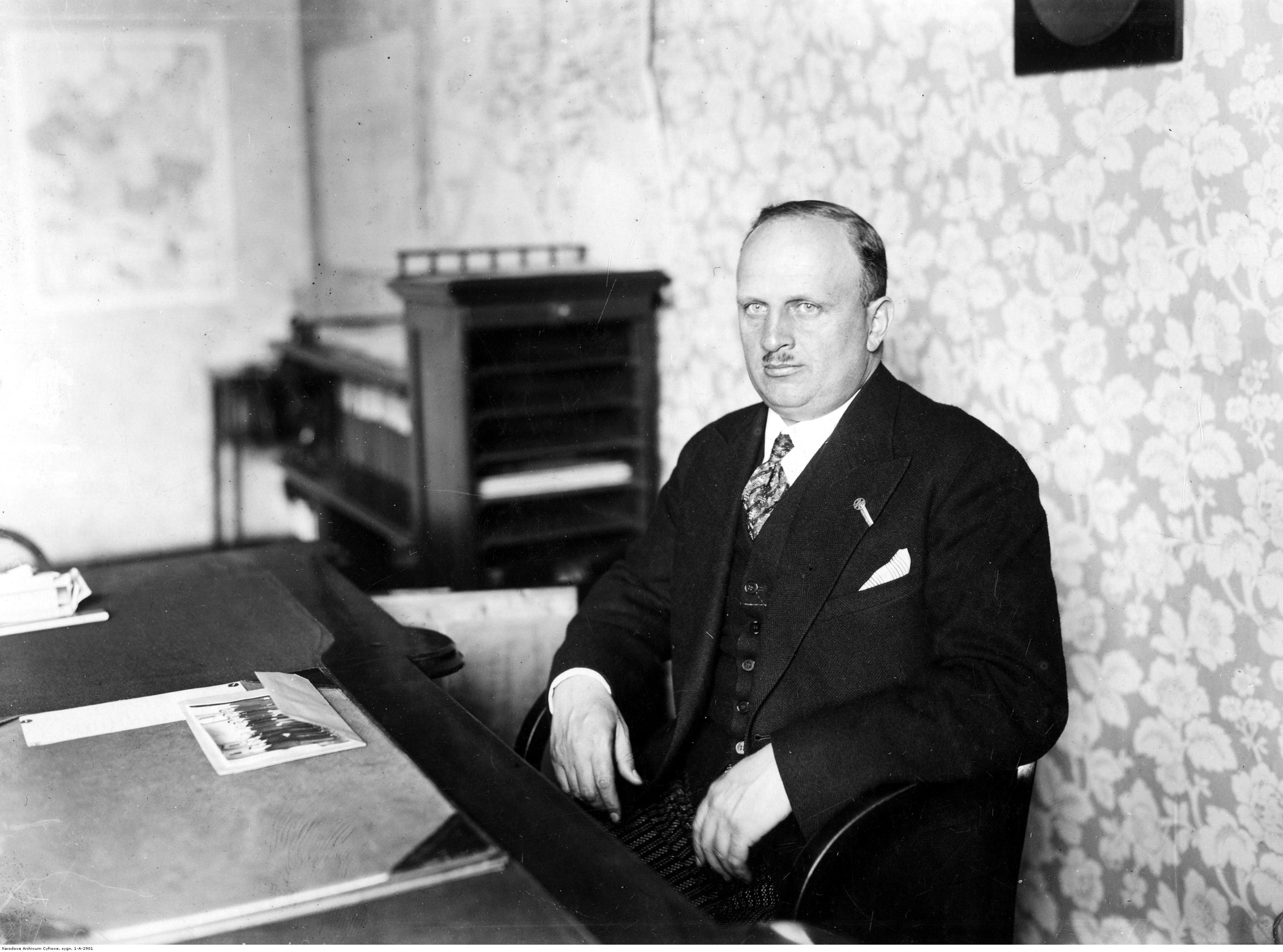 Józef Rożniecki, wojewoda lwowski. Fotografia portretowa ze zbiorów Narodowego Archiwum Cyfrowego sygnatura 1-A-2901