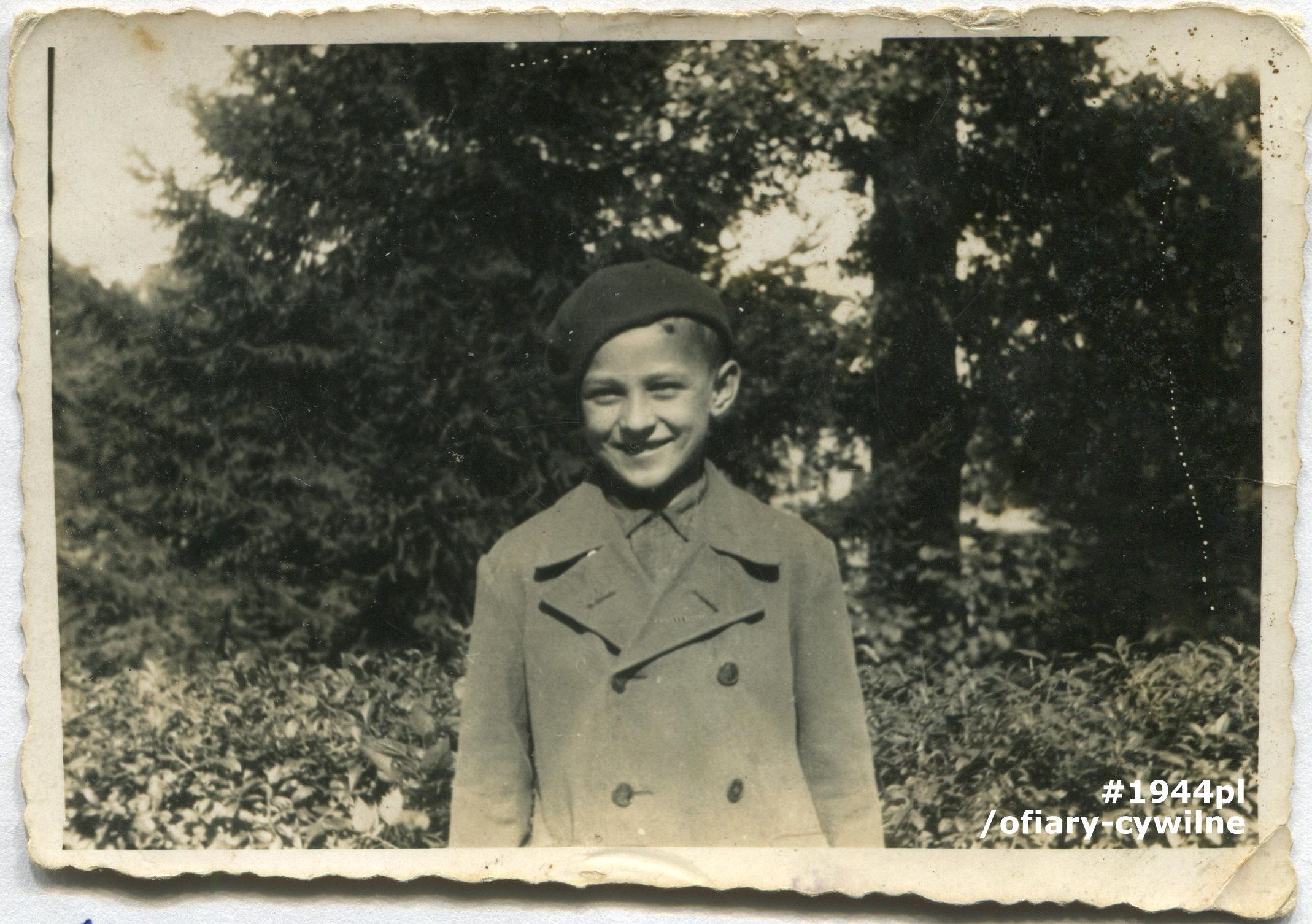 """Roman Olędzki fotografia wykonana w """"Łazienkach"""" w Warszawie przed 1939 r. udostępnił Pan Henryk Skrzyński."""