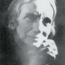 """Jadwiga Kowalczykówna (1874-1944), zdjęcie pochodzi z książki """"Szkoła na Wiejskiej"""" s. 409, Muzeum Historyczne m.st. Warszawy, 2007 Warszawa  wydanie II"""